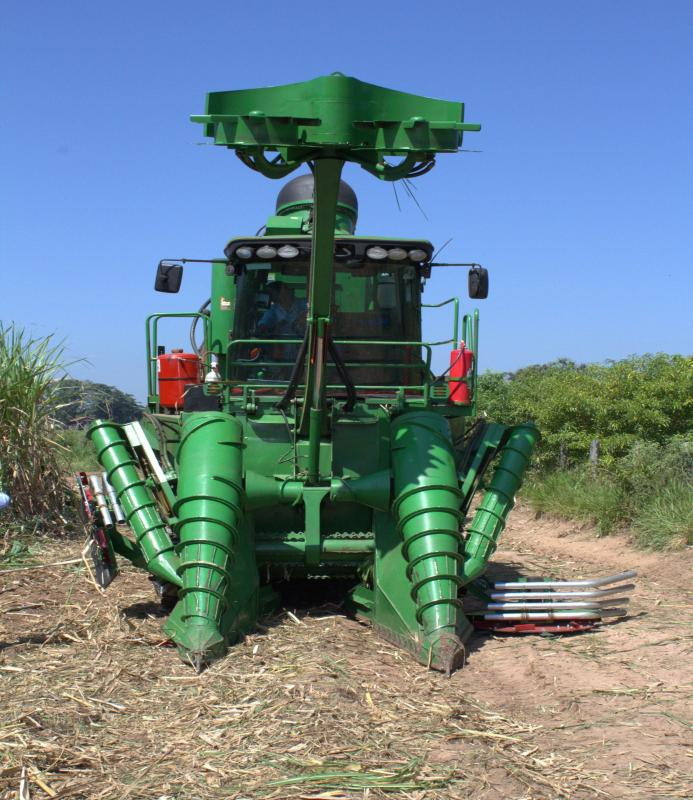 Colheita mecanizada da cana de açúcar